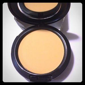 NC37 MAC Makeup Powder